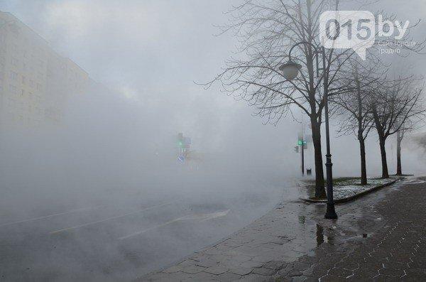 Возле ж/д вокзала прорвало теплотрассу: кипяток заливает дороги и тротуары (Фото, видео) (фото) - фото 3