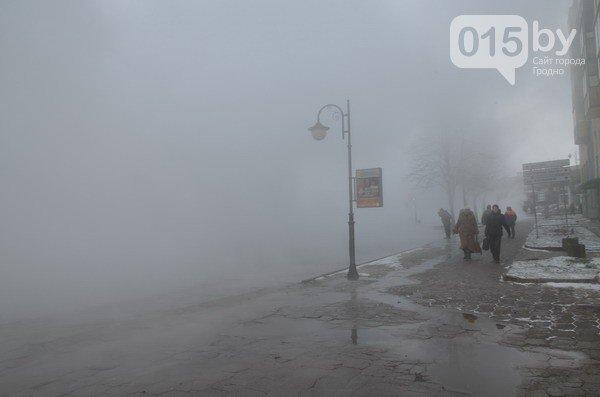 Возле ж/д вокзала прорвало теплотрассу: кипяток заливает дороги и тротуары (Фото, видео) (фото) - фото 2