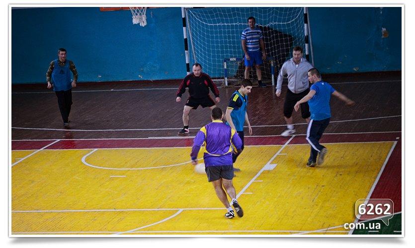 В Славянске прошёл матч по футзалу между Нацгвардией и преподавателями ДГПУ (фото) - фото 4