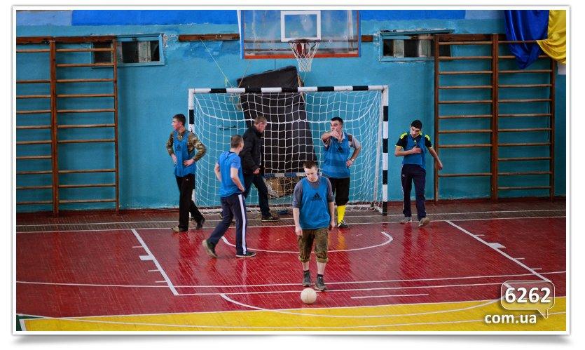 В Славянске прошёл матч по футзалу между Нацгвардией и преподавателями ДГПУ (фото) - фото 3