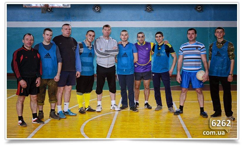 В Славянске прошёл матч по футзалу между Нацгвардией и преподавателями ДГПУ (фото) - фото 1