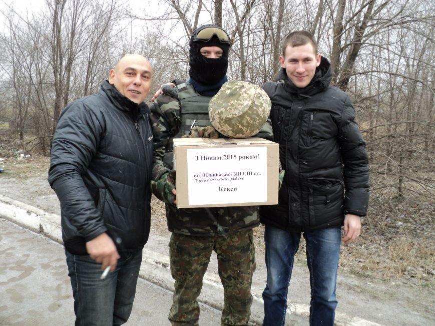 Криворожские волонтеры доставили на передовую новогодние подарки и поздравления бойцам (ФОТО), фото-6