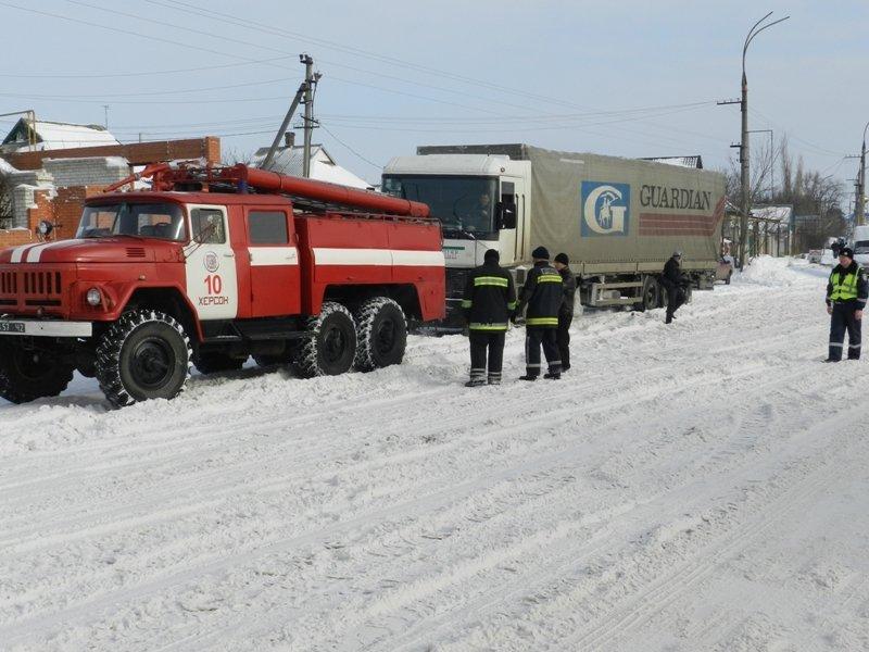 Детально о работе херсонских спасателей на заснеженных дорогах (фото) - фото 3