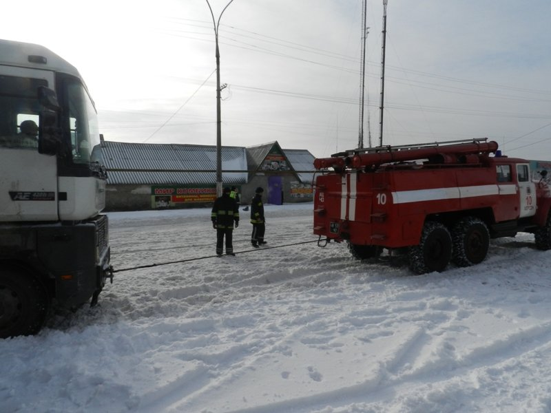 Детально о работе херсонских спасателей на заснеженных дорогах (фото) - фото 2