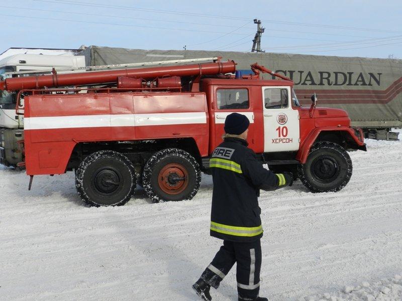 Детально о работе херсонских спасателей на заснеженных дорогах (фото) - фото 4
