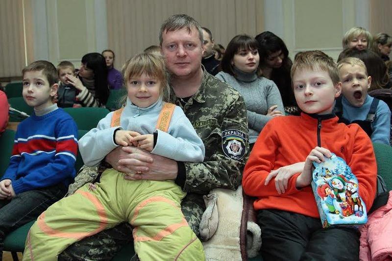 Дети Днепропетровщины, чьи родители служат или погибли в АТО, получили сладкие подарки от Игоря Коломойского (фото) - фото 2
