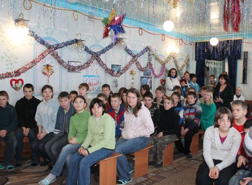 Детей-сирот из Часов Яра навестили с гостинцами украинские военные и благотворительный фонд «ДАР», фото-3