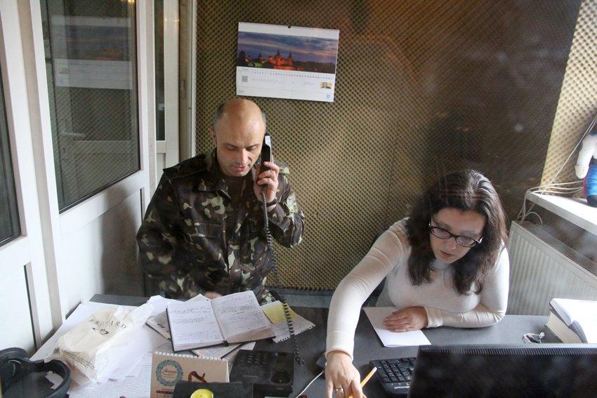 На львівській радіостанції пролунають привітання від солдатів, які служать в АТО (ФОТОРЕПОРТАЖ) (фото) - фото 2