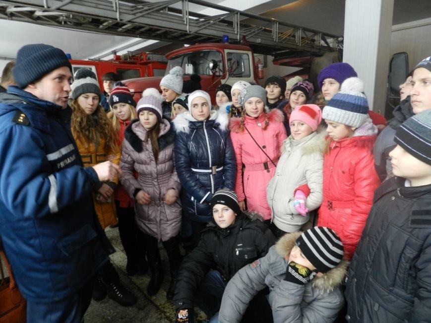 Накануне новогодних праздников дети из Нижних Серогоз посетили херсонских спасателей (фото) (фото) - фото 2