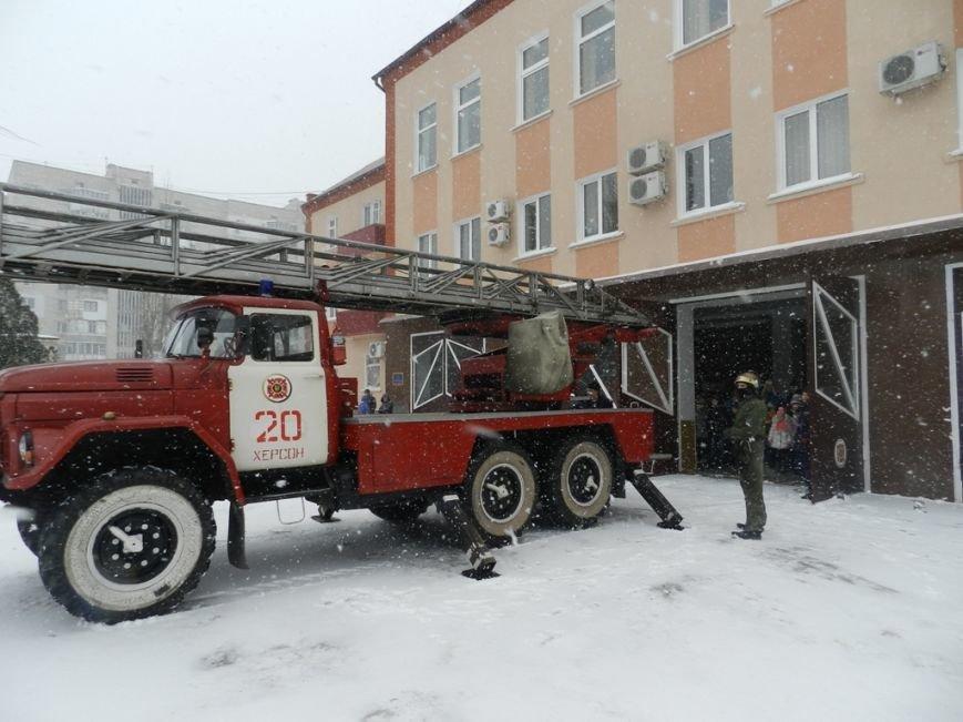 Накануне новогодних праздников дети из Нижних Серогоз посетили херсонских спасателей (фото) (фото) - фото 3