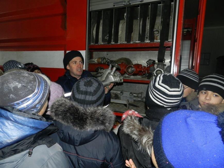 Накануне новогодних праздников дети из Нижних Серогоз посетили херсонских спасателей (фото) (фото) - фото 1