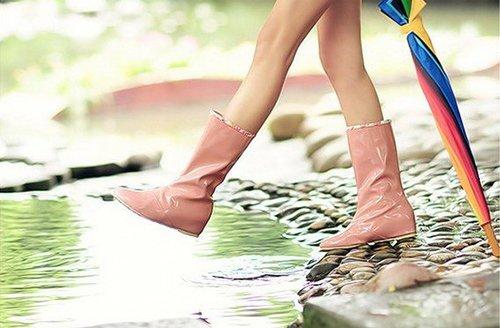 Выбирайте удобные резиновые сапожки, чтобы не промочить свои ножки