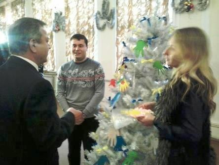 Мэр Мариуполя стал Дедом Морозом для четырех детей (ФОТО) (фото) - фото 1