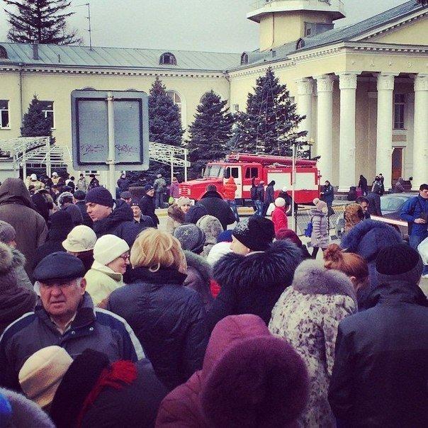 Очевидец: В Симферополе эвакуировали людей из здания аэропорта (ФОТО, обновлено) (фото) - фото 1