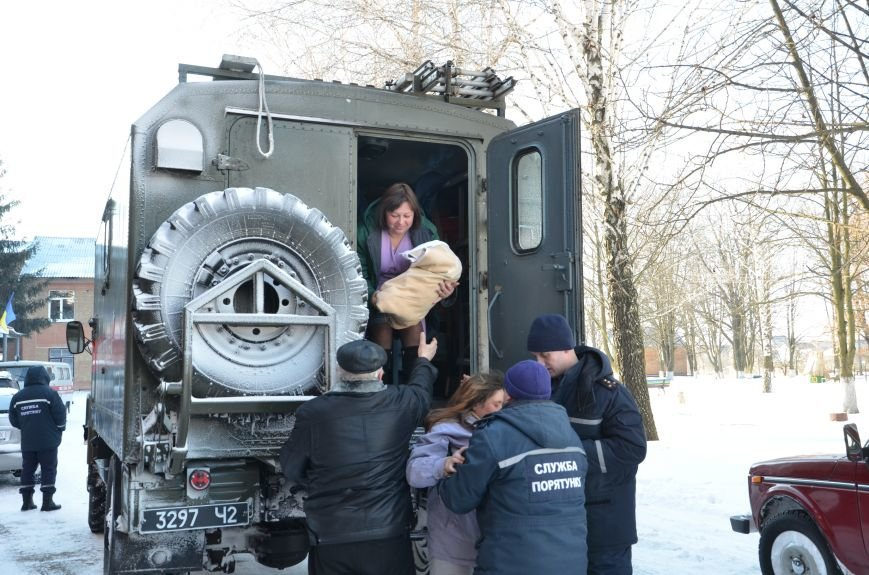 На Кіровоградщині рятувальники доправили лікаря до жительки села, у якої почалися пологи (фото), фото-1