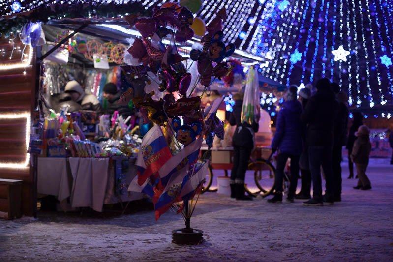 Сотни белгородцев провели новогоднюю ночь на главной площади города, фото-3