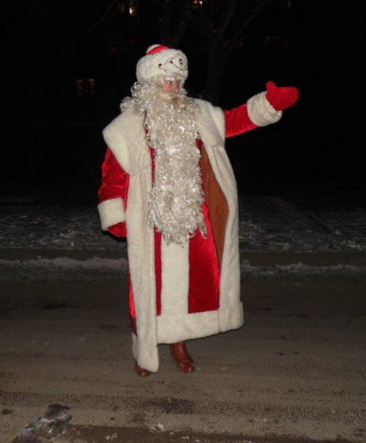 У новорічну ніч вулицями Тернополя ходив Дід Мороз і роздавав подарунки (ФОТО) (фото) - фото 1