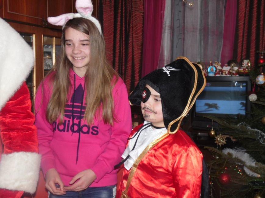 У новорічну ніч вулицями Тернополя ходив Дід Мороз і роздавав подарунки (ФОТО) (фото) - фото 2