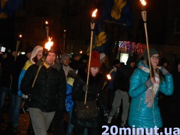 У Тернополі Степана Бандеру вшанували смолоскипною ходою (фото) (фото) - фото 1