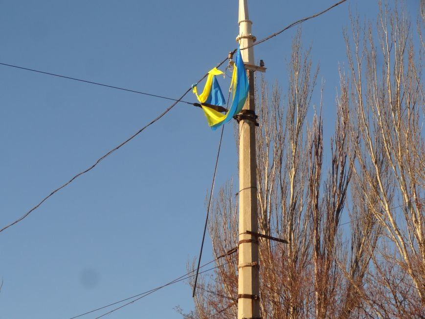 В Мариуполе с площади Комсомола исчезли флаги Украины ФОТОФАКТ) (фото) - фото 1