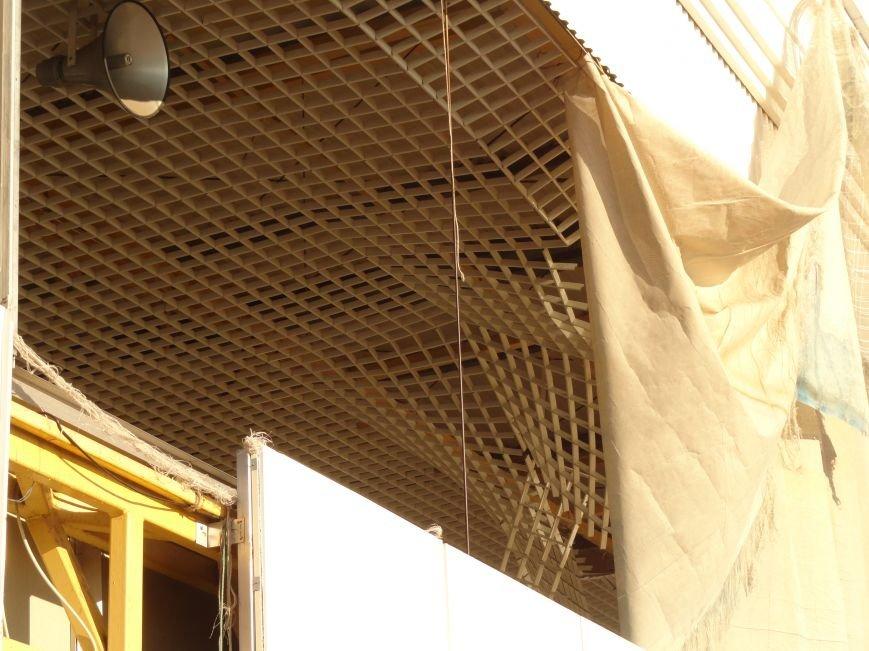 На побережье Мариуполя разрушен фасад ресторана (ФОТОФАКТ) (фото) - фото 1