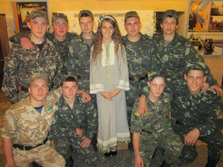 Даша Блохина на концерте в Чернигое_зрители-бойцы АТО