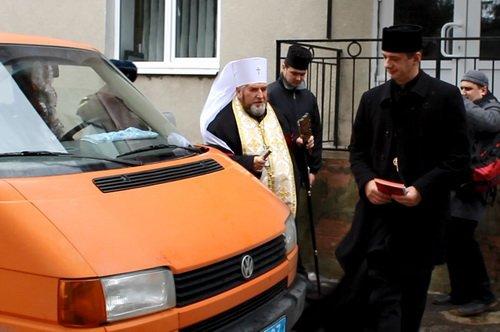 Тернопільським бійцям Нацгвардії священики подарували мікроавтобус (фото) - фото 1