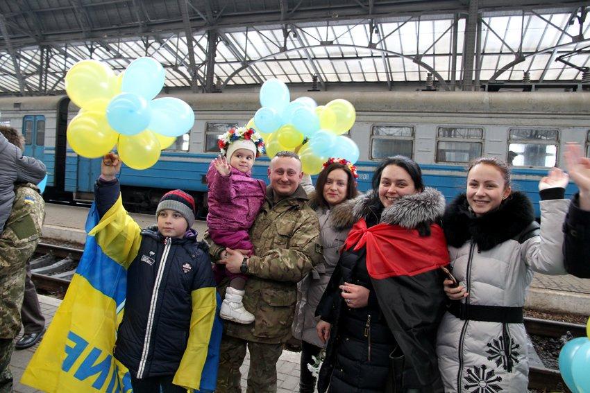 Сьогодні до Львова приїхали 350 Героїв АТО (ФОТОРЕПОРТАЖ) (фото) - фото 11
