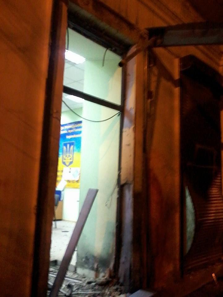 Очередной теракт в Одессе: взорвали вход в Координационный центр Евромайдана (ФОТО), фото-3