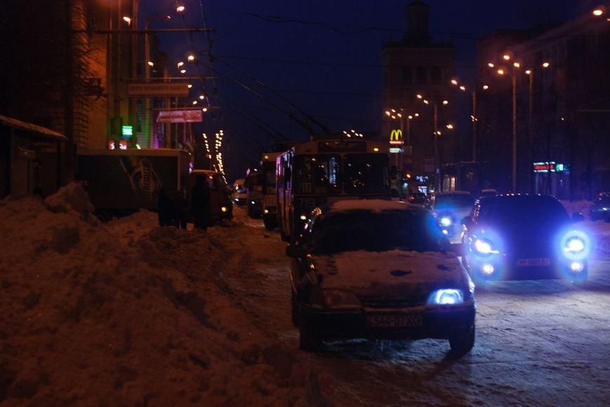 В центре Запорожья автомобилисты дважды блокировали движение общественного транспорта (ФОТО) (фото) - фото 1