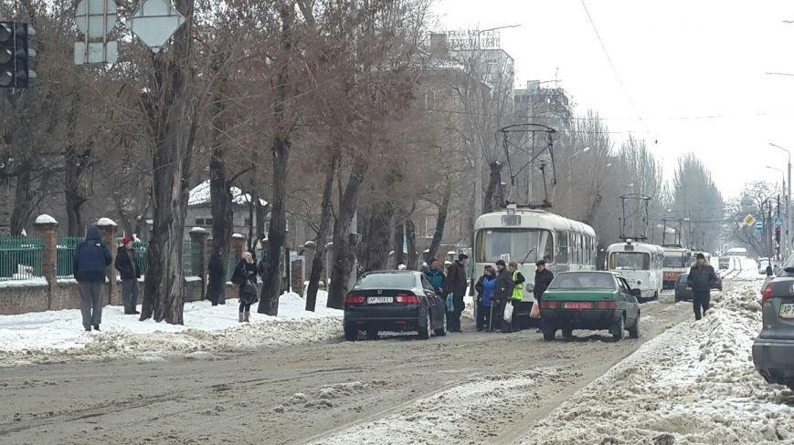 В центре Запорожья автомобилисты дважды блокировали движение общественного транспорта (ФОТО) (фото) - фото 2