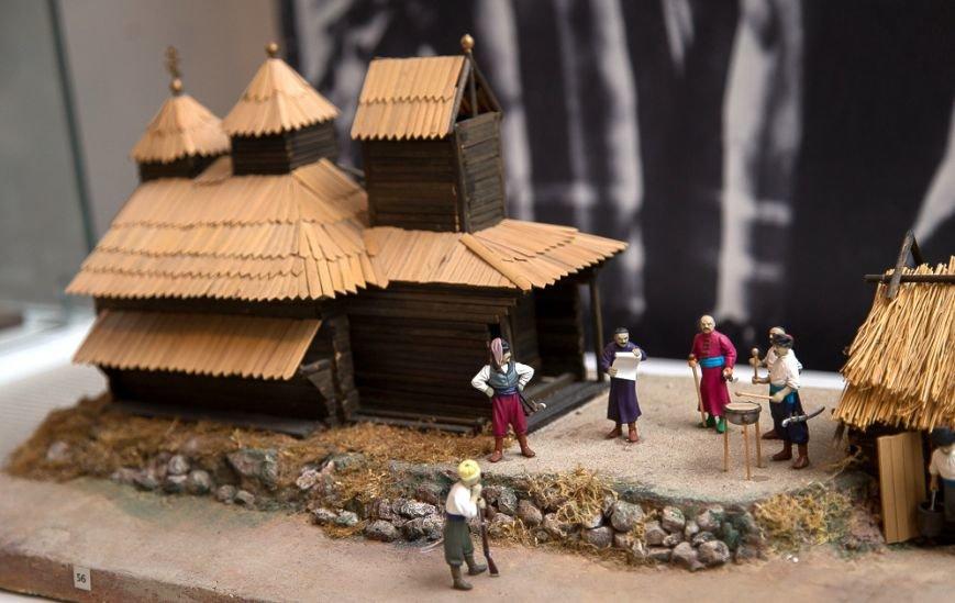 В Чернигове открылась выставка исторических миниатюр (фото) - фото 1