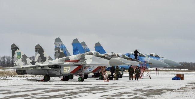 Порошенко передал украинским военным 150 единиц новой военной техники (ФОТО) (фото) - фото 1