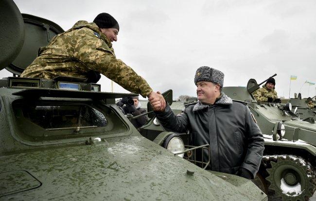 Порошенко передал украинским военным 150 единиц новой военной техники (ФОТО) (фото) - фото 3