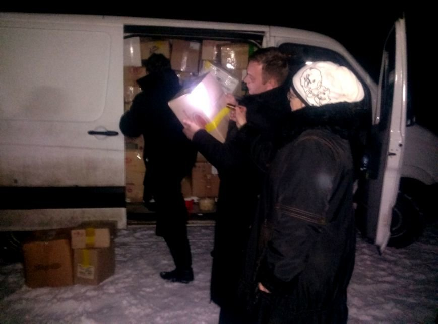 Вчера на городском стадионе раздали гуманитарную помощь из Тернополя (фото) (фото) - фото 2