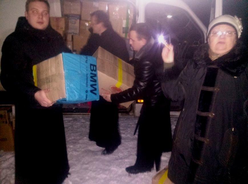 Вчера на городском стадионе раздали гуманитарную помощь из Тернополя (фото) (фото) - фото 3