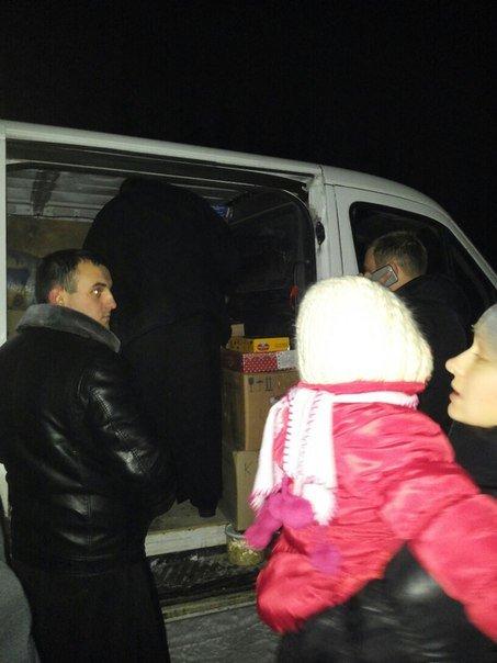 Вчера на городском стадионе раздали гуманитарную помощь из Тернополя (фото) (фото) - фото 6
