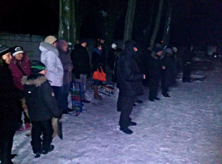 Вчера на городском стадионе раздали гуманитарную помощь из Тернополя (фото) (фото) - фото 1