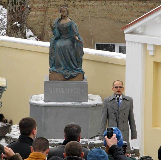 В Ужгороді відкрили пам'ятник Марії-Терезії (фото) - фото 2