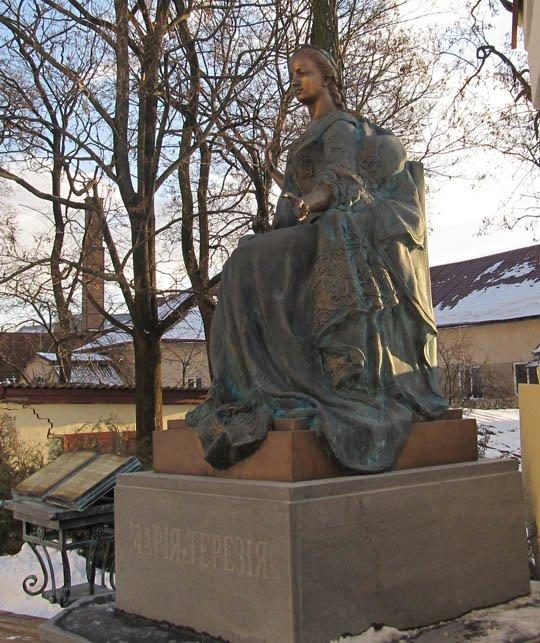 В Ужгороді відкрили пам'ятник Марії-Терезії (фото) - фото 4
