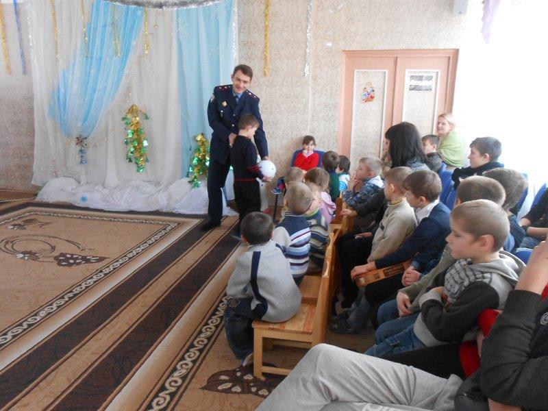 Добропольские правоохранители подарили воспитанникам детского приюта частичку своего тепла и заботы (фото) - фото 1