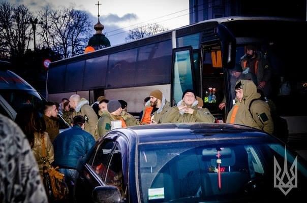 """В Киев на ротацию вернулись 150 бойцов полка """"Азов"""" (ФОТО) (фото) - фото 1"""