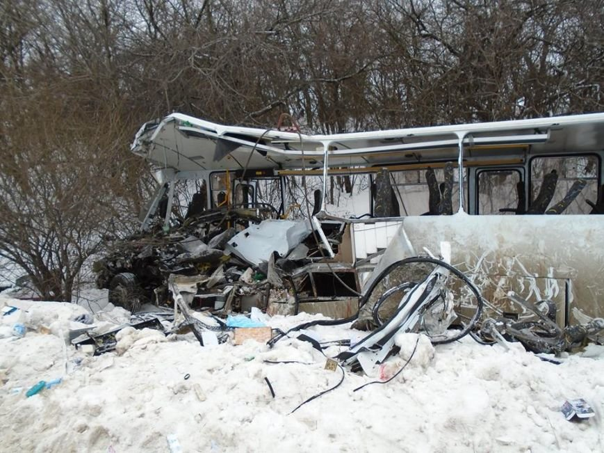 В ДТП у зоні АТО загинули двоє львів'ян (фоторепортаж з місця аварії) (фото) - фото 8