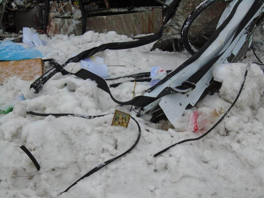 В ДТП у зоні АТО загинули двоє львів'ян (фоторепортаж з місця аварії) (фото) - фото 5
