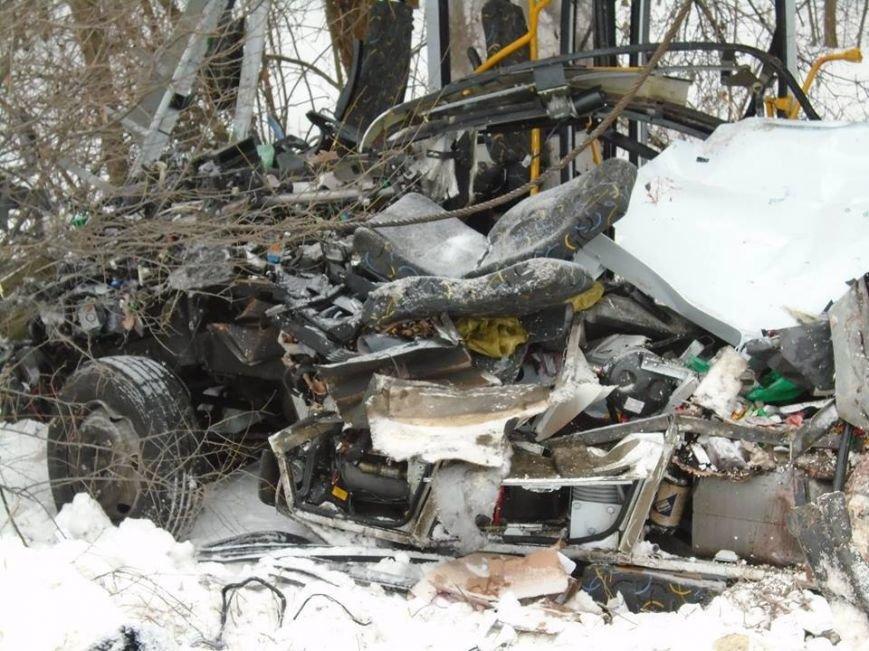 В ДТП у зоні АТО загинули двоє львів'ян (фоторепортаж з місця аварії) (фото) - фото 9