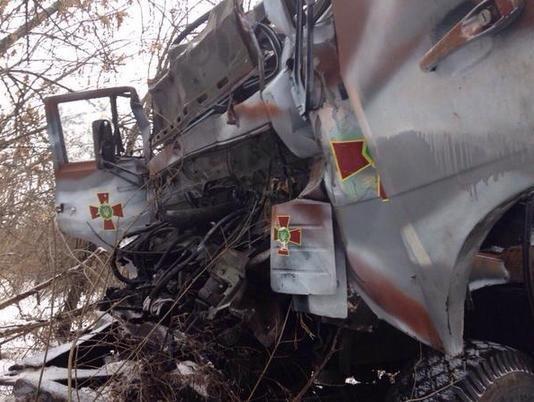В ДТП у зоні АТО загинули двоє львів'ян (фоторепортаж з місця аварії) (фото) - фото 2