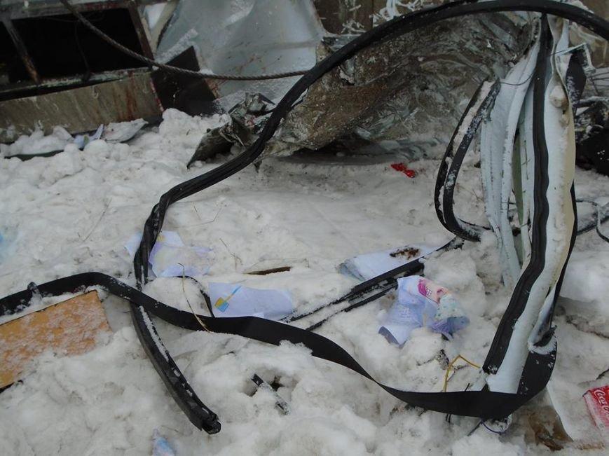 В ДТП у зоні АТО загинули двоє львів'ян (фоторепортаж з місця аварії) (фото) - фото 10