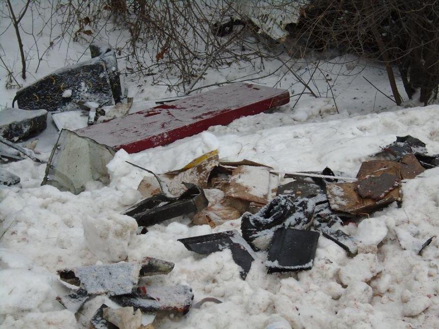 В ДТП у зоні АТО загинули двоє львів'ян (фоторепортаж з місця аварії) (фото) - фото 6