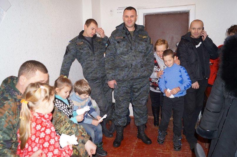Бойцы Нацгвардии поздравили маленьких волонтеров с Рождеством (ФОТО) (фото) - фото 2