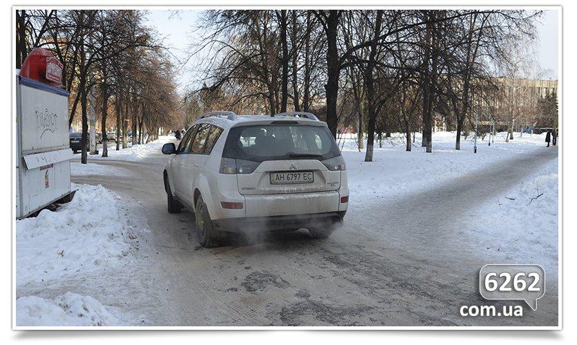 В Славянске тротуар превратился в проезжую часть (фото) - фото 2
